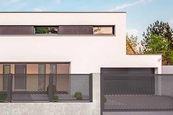 Modello cloe cancelli stile moderno in alluminio for Cancello scorrevole moderno
